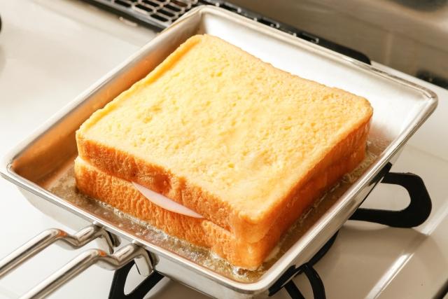 今までのトーストとは一味違う!BBQで簡単にできる絶品トーストレシピ
